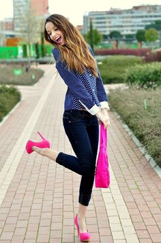If you don't dare to wear this bright color on your outfits, so you can wear a neon shoes as the right choice. Pink Heels Outfit, Heels Outfits, Hot Pink Shoes, Neon Shoes, Pink Pumps, Cute Spring Outfits, Cool Outfits, Casual Outfits, Cute Fashion