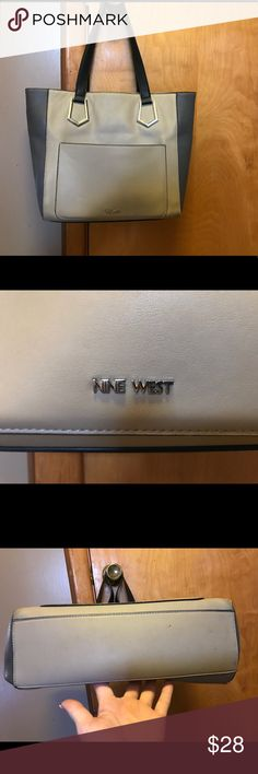 Nine West purse Large tote style Nine West purse in tan and black in good used condition ! Please feel free to ask any questions I personally guarantee all of my items are as described thank you for checking out my closet or reasonable offers considered happy Poshing💕 Nine West Bags Shoulder Bags