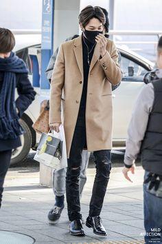 Incheon Airport to London AirportEXO Kai (Kim Jongin); Incheon Airport to London Airport Korean Airport Fashion, Korean Fashion Men, Asian Fashion, Mens Fashion, Kpop Fashion Male, Jimin Airport Fashion, Fashion Trends, Kai Exo, Suho