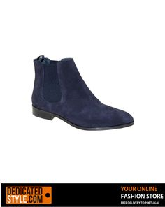 A ankle boot made with suede, suitable for a woman enjoys a casual look. Available in Blue or Camel. High quality Portuguese footwear.