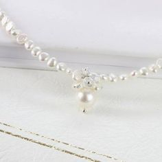 a stunning whte pearl choker necklace for brides and her bridesmaids on the wedding day