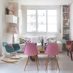 a casa da blogueira @nocedanielle é a cara dela: tem móveis bacanas, tem muita estampa, tem acessórios divertidos de culinária... conheça no blog (link no perfil) ♥ #todacasatemumahistoria #casacolorida #estampa
