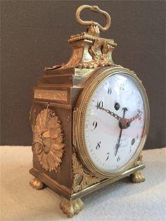 Cool little clock Old Clocks, Antique Clocks, Harry Potter Clock, French Clock, Retro Clock, Grandfather Clock, Objet D'art, Tic Tac, Hourglass
