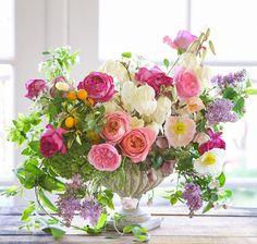 Tulipina Design Floral - Decorar com Flores Beautiful Flower Arrangements, Silk Flowers, Spring Flowers, Beautiful Flowers, Arrangements Ikebana, Floral Arrangements, Deco Floral, Arte Floral, Flower Vases
