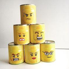 Forberedelser til #legobursdag på lørdag! #madebyme#kastepåboks#blikkbokser#legohoder#legoheads#blink#lego#legoparty#barnebursdag