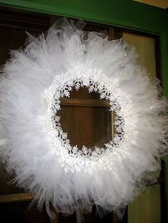 snowflake & tulle wreath- could do in different tulle colors & decorations for different holidays