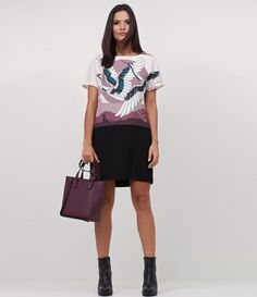Vestido feminino  Modelo T-Shirt Dress  Com estampa  Com forro  Marca: Cortelle  Tecido: Crepe  Modelo veste tamanho: P     Medidas da modelo:     Altura: 1.79  Busto: 88  Cintura: 69  Quadril: 93     COLEÇÃO INVERNO 2017     Veja outras opções de    vestidos femininos   .