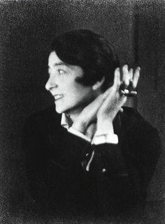 Eileen Gray (1878 - 1976)  Photo 1926 ©Berenice Abbott