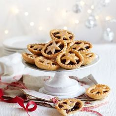 """""""This mince pies recipe uses less pastry and plenty of tasty mincemeat to make a healthier festive treat. Even Santa will love these Slimming World mince pies! Slimming World Mince Pies, Slimming World Diet Plan, Slimming World Recipes, Diet Recipes, Healthy Recipes, Healthy Food, Tart, Yummy Food, Treats"""