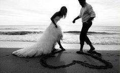 wedding photo heart beach