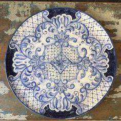 Ficou pronto! ☺ encomenda da minha amiga Josecélia Perego! Prato estilo borrão português. Para infor - ceramica.by.lilianacastilho