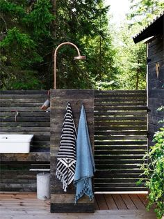 my scandinavian home: A Charming and Relaxed Swedish Summer Cabin By The Sea Outdoor Bathrooms, Outdoor Baths, Outdoor Showers, Outdoor Spaces, Outdoor Living, Swedish Cottage, Popular Holiday Destinations, Summer Cabins, Scandinavian Home