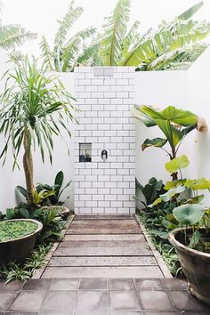 Exotic meets boho in a Bali pool villa Shower cubby hole my scandinavian home: Exotic meets boho in a Bali pool villa Outdoor Baths, Outdoor Bathrooms, Outdoor Rooms, Outdoor Gardens, Indoor Outdoor, Outdoor Living, Outdoor Decor, Outdoor Showers, Outdoor Kitchens