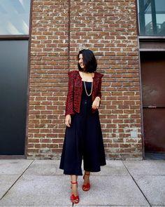 Um look três tendências: tricô deluxe ombros destacados comprimento cropped no meu look da tarde com novo casaquete e pantacourt total @carolbassibrand Corre no meu @clooset.oficial para conferir os looks do #QGFhits que já estão disponíveis! #AliceFerraz #MeuLookFhits #QGFhitsNoCidadeJardim #CarolBassi #CarolBassiNoQGFhits