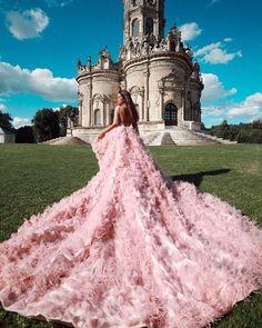 """Алина Акилова pe Instagram: """"А можно я ничего не буду писать под этими фотографиями?  Ведь они просто НЕРЕАЛЬНЫЕ ✨ . Я чувствовала себя просто какой-то сказочной…"""" Cute Dresses, Beautiful Dresses, Prom Dresses, Formal Dresses, Amazing Dresses, Debut Planning, Love Wallpaper Backgrounds, Fantasy Dress, Aesthetic Photo"""