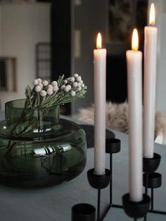 Mansikkatilan mailla: Marimekon Urna-maljakko Konmari, Marimekko, Vases, King, Candles, Decoration, House, Home Decor, Deco