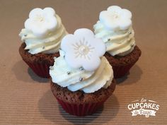 Cupcakes #cakes #flower #pateasucre #white