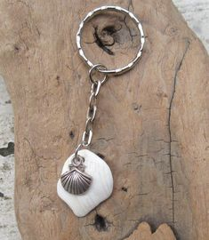 Shell Keychain w/ clam shell accent, Keychain by KreationsfromKaos on Etsy Handmade Jewelry, Unique Jewelry, Handmade Gifts, Clam, Shells, Key, Pendant Necklace, Trending Outfits, Vintage