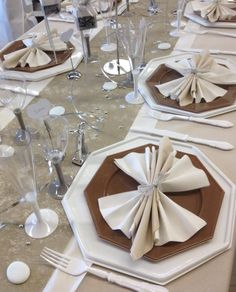 #madecodetable Paper Napkin Folding, Paper Napkins, Deco Table, Decoration, Tablescapes, Home Improvement, Projects To Try, Table Settings, Thanksgiving