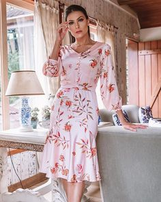 Hey Sweetie Visit our Website and enjoy with our Girls Quizzes ! Flowery Dresses, Nice Dresses, Summer Dresses, Modest Outfits, Modest Fashion, Fashion Dresses, Autumn Fashion 2018 Women, Womens Fashion, Mode Bcbg