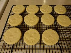 Cream Cheese Sugar Cookie Recipe for cookie press Sugar Cookie Recipe For Cookie Press, Roll Out Sugar Cookies, Cream Cheese Sugar Cookies, Sugar Cookies Recipe, How To Make Cookies, Cookies And Cream, Yummy Cookies, Cookie Desserts, Just Desserts