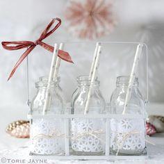 Decorated mini milk bottles for Christmas drinks (Torie Jayne) Christmas Design, Christmas Crafts, Christmas Ideas, Simple Christmas, Winter Christmas, Merry Little Christmas, All Things Christmas, Mini Milk Bottles, Glass Bottles