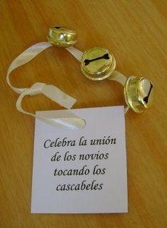 Pulseras con cascabeles como recuerdos de boda