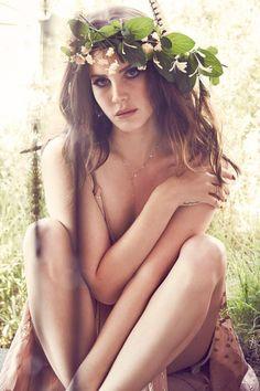 Lana Del Rey, remise de l'échec de son album, Ultraviolence, revent avec un single planant, Honeymoon. Le premier extrait de son nouvel opus qui porte le même titre que ce single. Après avoir fait monter la pression via des teasers sur Instagram, l'artiste...