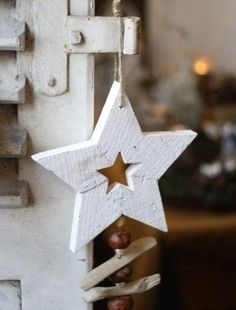 nooks-and-corners – Christmas Wood Crafts – Weihnachten Natural Christmas, Noel Christmas, Rustic Christmas, Simple Christmas, Christmas Projects, Winter Christmas, All Things Christmas, Holiday Crafts, Christmas Ornaments