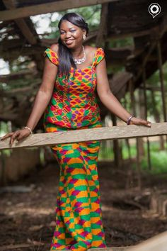 Go Traditional With These Kente Styles - Sisi Couture Women's Ethnic Fashion, African Inspired Fashion, Africa Fashion, Star Fashion, Ankara Fashion, African Attire, African Wear, African Dress, African Outfits