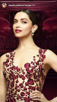 Deepika look so beautiful Beautiful Bollywood Actress, Most Beautiful Indian Actress, Beautiful Actresses, Bollywood Designer Sarees, Bollywood Fashion, Indian Celebrities, Bollywood Celebrities, Indian Dresses, Indian Outfits