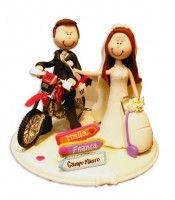 topo de bolo de casamento personalizado em biscuit Noivinhos de moto em biscuit