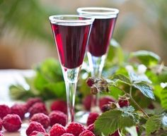 Not this exact recipe but I love infusing vodka and gin with raspberries and fruit Non Alcoholic Drinks, Wine Drinks, Cocktails, Beverages, Yummy Drinks, Healthy Drinks, Raspberry Liqueur, Summer Kitchen, Polish Recipes