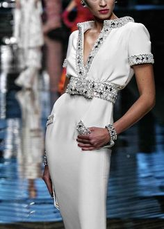ZsaZsa Bellagio: Valentino Haute Couture, Knows how to dress a LADY! Fashion Details, Look Fashion, High Fashion, Luxury Fashion, Winter Fashion, Couture Fashion, Runway Fashion, Womens Fashion, Fashion 2018