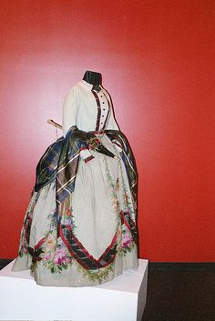 1860s dress I wish that I was from back in those days. The Dresses was so Beautiful from back in those days.
