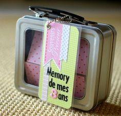 une chouette idée de cadeau d'anniversaire : un mémory avec les différents éléments du quotidien de Loulou : son doudou, ses parents, sa super voiture de police... etc... j'adore cette idée !