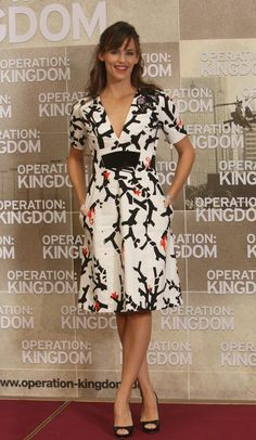 Jennifer Garner - I need nice spring summer work dresses - this one is something I would buy