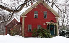 These types of farmhouses are all over New England. I love 'em. Actually, I live in one, except that mine kept growing.