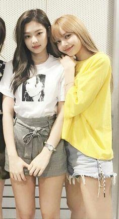 Kim Jennie, Kpop Girl Groups, Kpop Girls, J Pop, Kpop Girl Bands, Lisa Blackpink Wallpaper, Black Pink Kpop, Blackpink Photos, Kim Jisoo