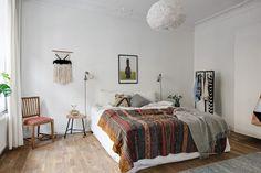 decoracion nordica y etnica - Dormitorio principal de estilo nordico y etnico