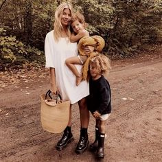 Mommy and me Cute Family, Family Goals, Family Life, Trench Coat Vestido, Fashion Kids, Looks Chic, Mode Outfits, Mode Style, Mommy And Me