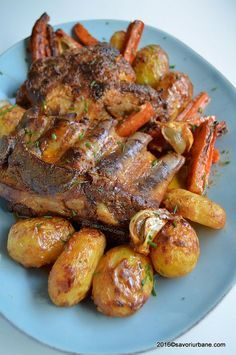 Romanian pork marinated with yogurt/garlic/sour cream etc., baked with root vegetables, potatoes. Pork Recipes, Real Food Recipes, Cooking Recipes, Healthy Recipes, Romania Food, My Favorite Food, Favorite Recipes, Potato Dinner, Good Food