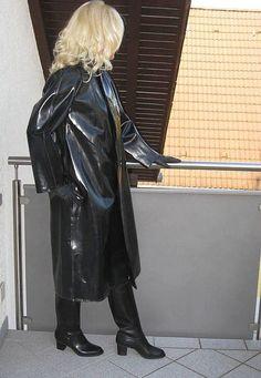 Black Rubber Raincoat #RaincoatsForWomenClothing #RaincoatsForWomenGirls