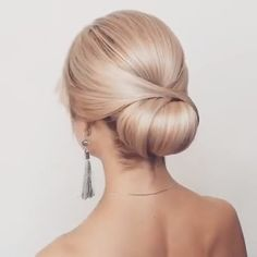 A chic style of hairstyle that would get you going for all your casual lazy days spring mornings sunny afternoons summer evenings and all your semi-formal and formal events is the updo hairstyle! Lazy Hairstyles, Trending Hairstyles, Summer Hairstyles, Stylish Hairstyles, Updo Hairstyles Tutorials, Hairstyles Videos, Braid Hairstyles, Hair Tutorials, Latest Hairstyles