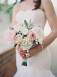 chic wedding bouquet; photo: Michael and Carina