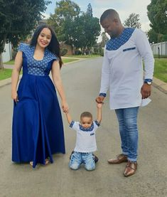 Couple and Their Kid In Shweshwe Inspired Outfit for 2019 - Styles Art Couples African Outfits, African Wear Dresses, African Attire, Sepedi Traditional Dresses, South African Traditional Dresses, African Print Fashion, Africa Fashion, Xhosa Attire, Shweshwe Dresses