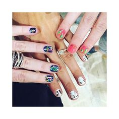 Take your girls' day to the next level 💅🏼 #valleynyc #nailart #valleyfoil #valleystriping #valleysummernails