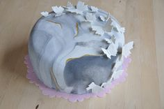 Grey marbled cake with gold details and butterflies