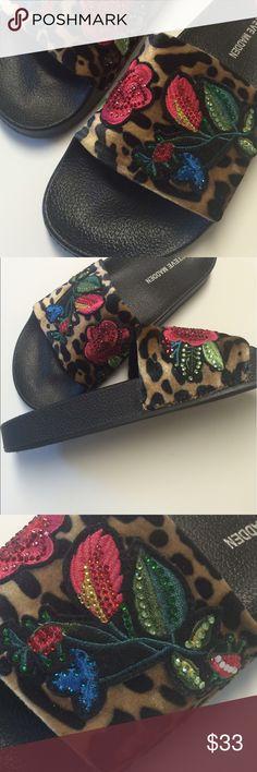 ✨HOST PICK Steve Madden slipper/sandal 7 NWT Super cute and stylish sandal or slipper like shoe. Brand new! Size 7 great gift idea too !!! Thx for visiting gigishanger 😊 Steve Madden Shoes Slippers