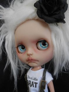Custom Blythe Doll by me Work includes - Face sand matted and makeup sealed with Msc Flat. Lips, nose and philtrum carved. Sleepingelf Alpaca wig glued to a coolcat rubber dome. 4 Pairs of custom eyechips. Licca body added. Please note this doll has been customized so no